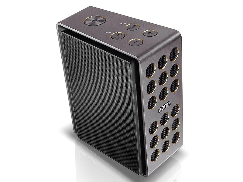 厚さ9mmのコンデンサ型スピーカーパネルは、折り畳んで収納できる