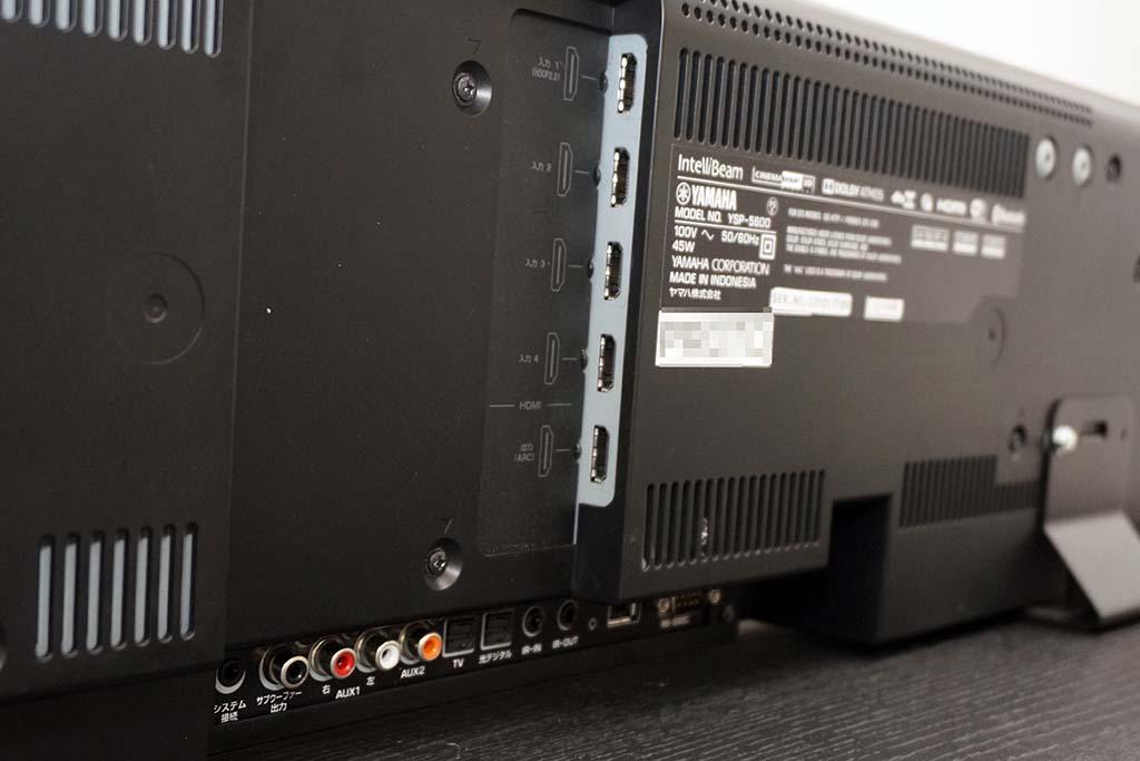 HDMI入出力端子。上から4つが入力端子で、下のひとつがHDMI出力だ