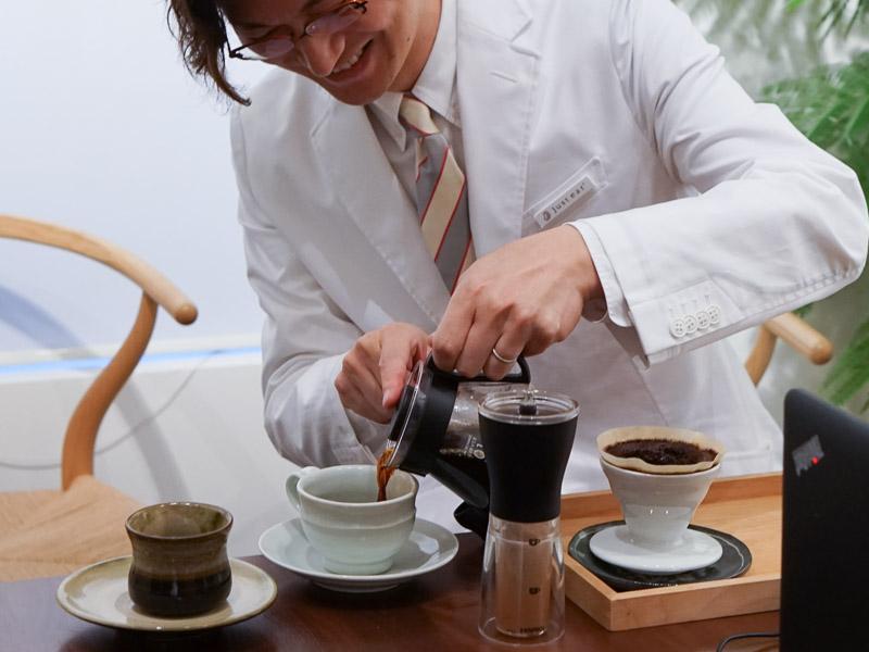 趣味のコーヒーをいれていただき、リラックス