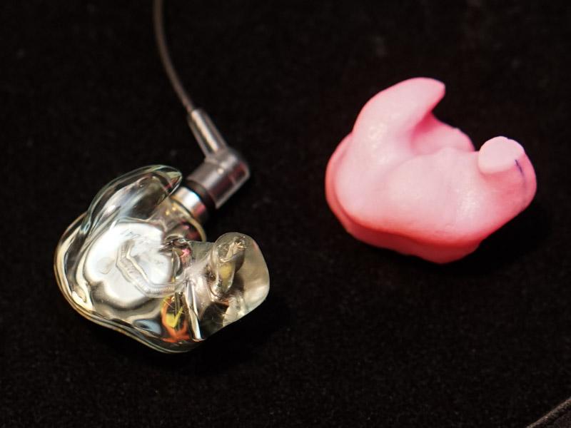採取した耳型と実際の製品
