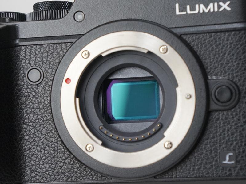 撮像素子は新開発の2030万画素Live MOS