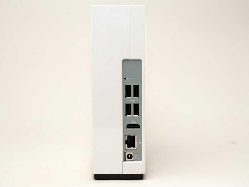 背面にはUSB 2.0×4とHDMI×1、Gigabit Ethernet×1を装備