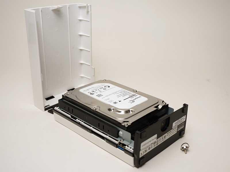 内蔵HDDの容量は2TB。RAID 1構成に対応する姉妹機のTAS-268は、2TB HDDを2基内蔵する