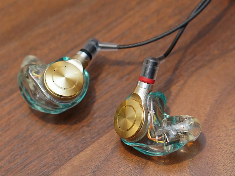 耳型を取り、テイラーメイドイヤフォンJust ear「XJE-MH1」を作ってもらった