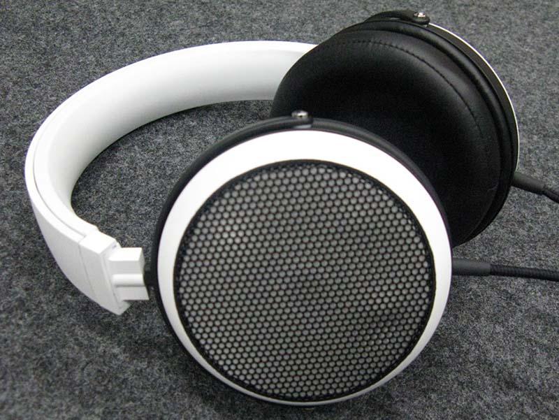 「マグネシウムモノコック振動板」採用のヘッドフォン試作機