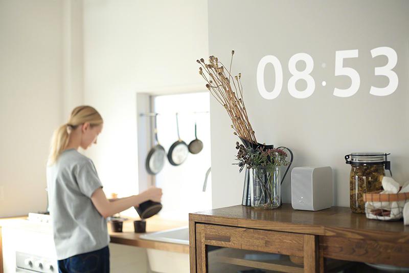 デッドスペースの有効活用の例として、現在時刻を壁に表示