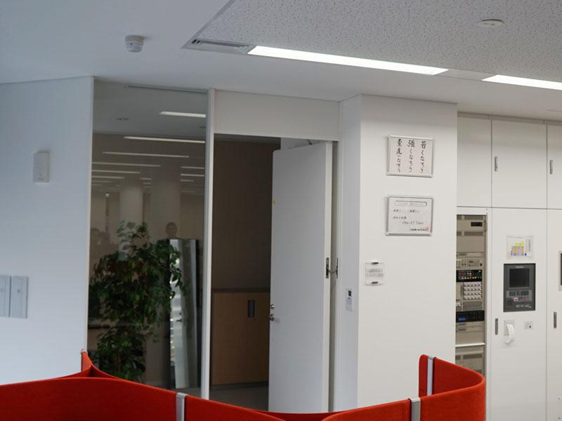 社長室として作られた部屋もあることはあるが、社長もずっとそこにいるのではなく、自由な場所で仕事をしているという