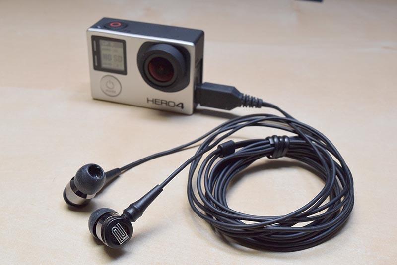 GoPro HERO4と、バイノーラルマイクのWEARPRO Mic(WPM-10)を接続