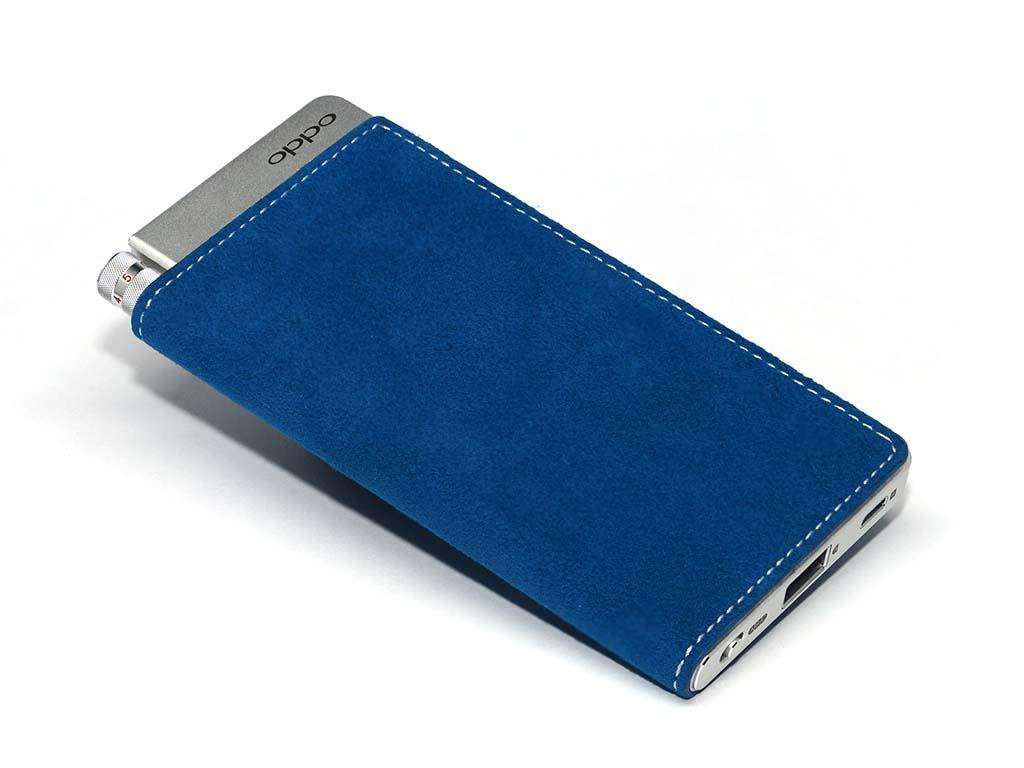 OPPOは、2月26日発売のDAC/ヘッドフォンアンプ「HA-2」新色を展示。チェリーレッドとサファイアブルーの2色