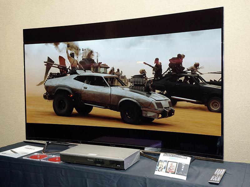 会場では米国で今年発売予定のUHD BD「Mad Max: Fury Road(マッドマックス 怒りのデスロード)」を流していた