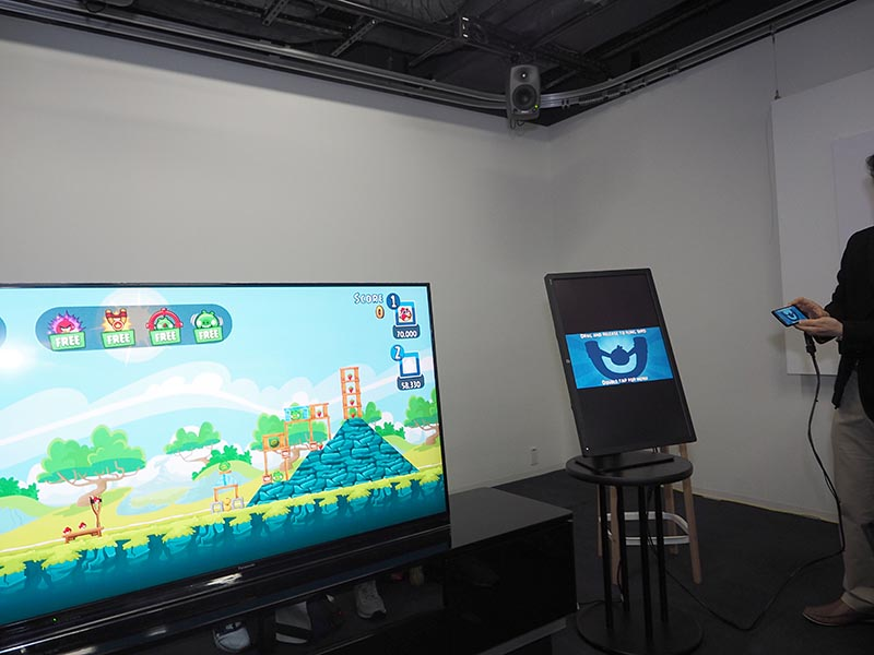 「Angry Birds Friends」を、テレビ画面とスマホ操作でプレイ