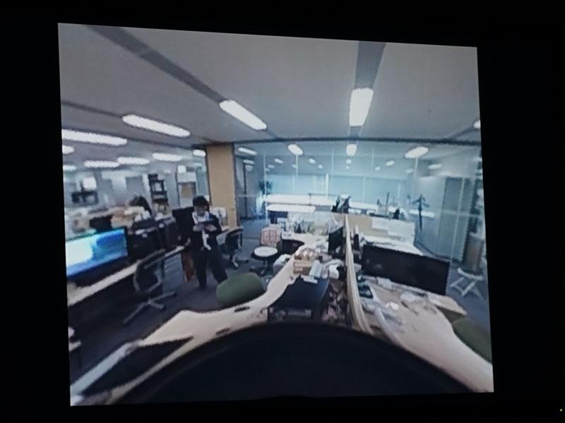 大阪にあるピクセラ本社オフィスの360度映像を、東京の説明会場で表示