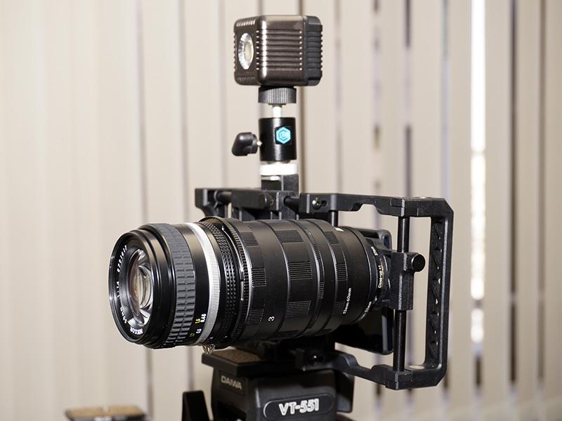 BEASTGRIP PROアダプターを介してカメラレンズを装着