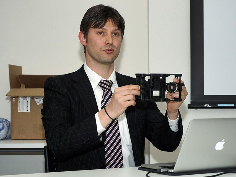 ケンコー・トキナー モバイル製品担当リーダーのアレン・スミルノフ氏
