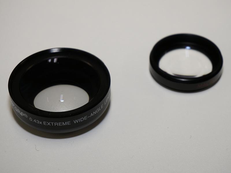 レンズは前部と後部で構成。後部はマクロレンズになる