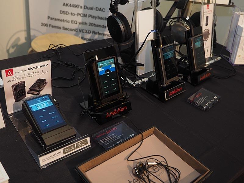Astell & Kernは、ハイレゾプレーヤー「AK380」「AK320」、ジャケット型アンプ「AK380 AMP」、イヤフォンの「AK T8iE」などを試聴可能。配信サービスのgrooversも紹介