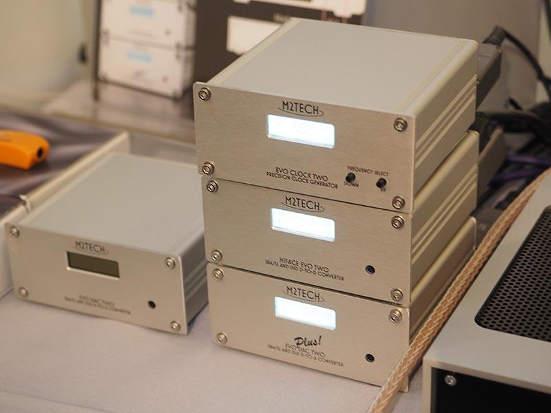 トップウイングは、4月に発売するM2TECHのUSB DAC「Evo DAC Two」と「Evo DAC Two Plus!」、クロック「Evo Clock Two」などを展示。販売が好調というiFI-Audioの「iPurifier DC」などもデモに使用している