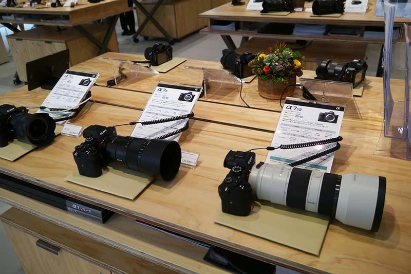 デジタル一眼カメラのαシリーズやRXシリーズを展示するフォトコーナー