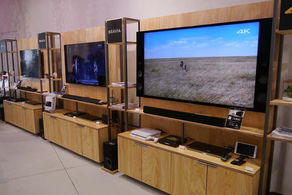 プレイステーションや4Kテレビなどを展示するホームオーディオ&ビジュアルコーナー
