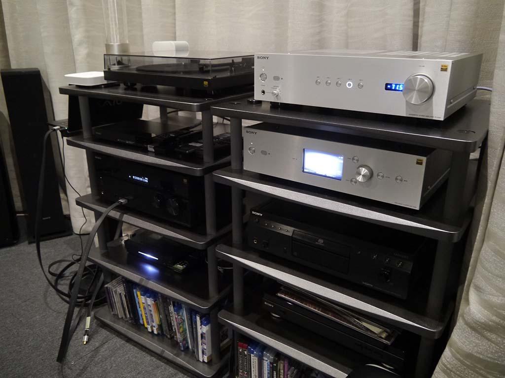 2階フロアのシアタールーム。4K映像やハイレゾの音源を体感することができる