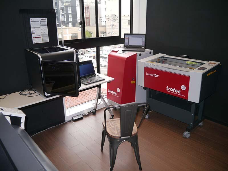 TECH PARK MAKERSには、3Dプリンターをはじめとして、様々な機器や工具が利用できる