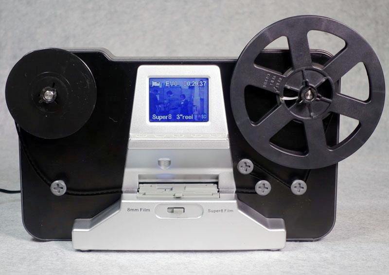 左側に現像済みのフィルムをセット