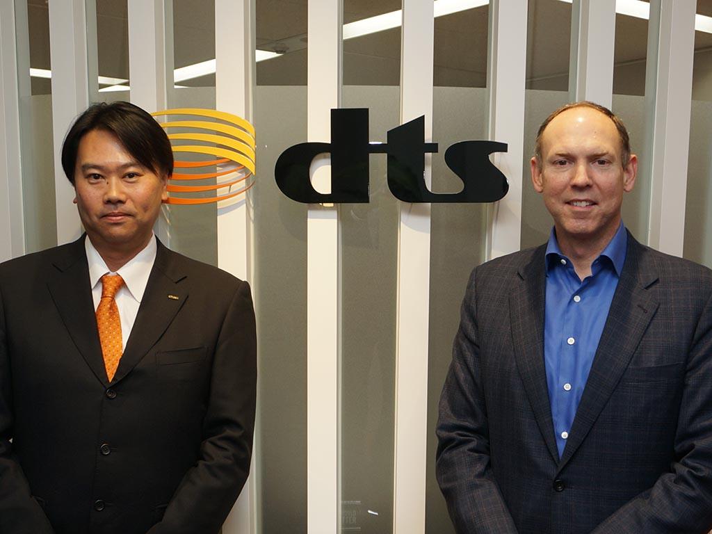 dts Japanの黒川剣代表取締役(左)、DTS ジョン・カーシュナーCEO(右)