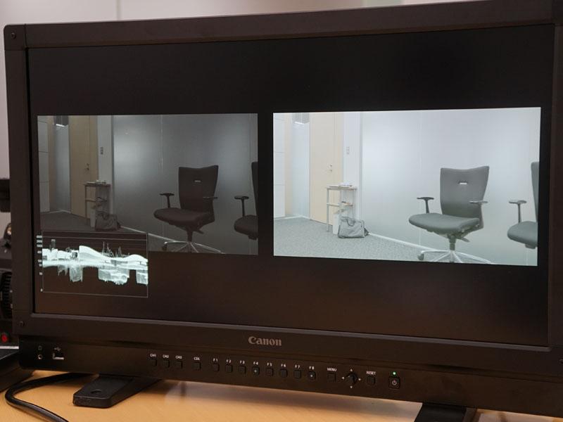 左下に表示されているのが背景モニタ。左右の映像は、異なるHDRレンジの設定を適用したもの。左の画面は暗いが、HDRディスプレイで表示した際に白トビをしないで撮影できているか確認できる