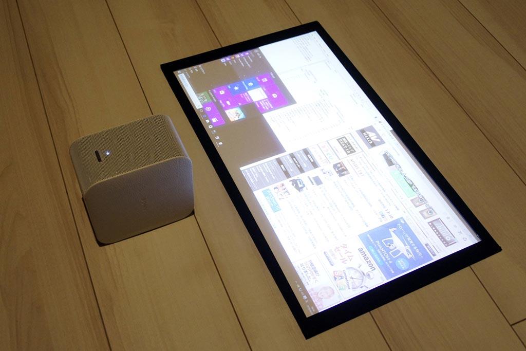 床面投射でWindows PCの画面を表示してみた。1080p表示なので細かい文字は少し潰れるが、視認性は十分