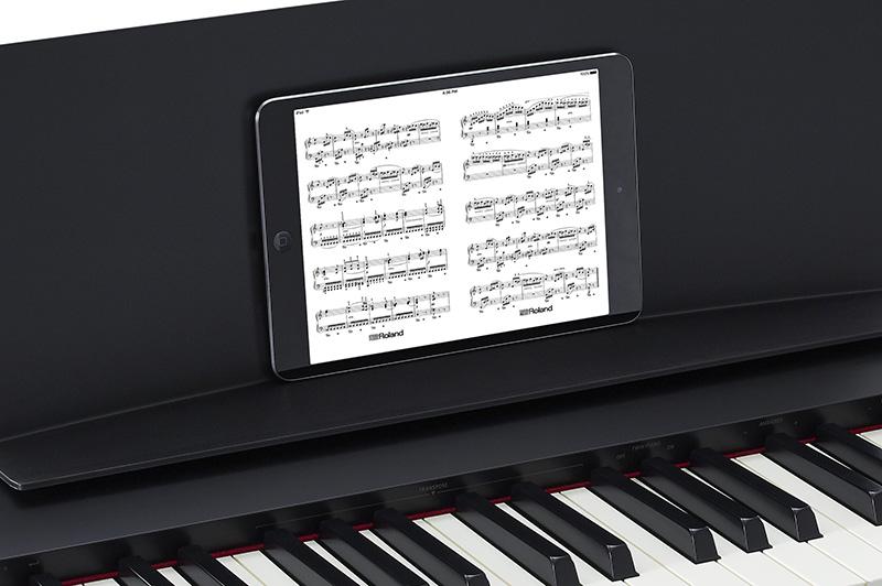iPadとBluetooth連携で内蔵曲の譜面表示ができる