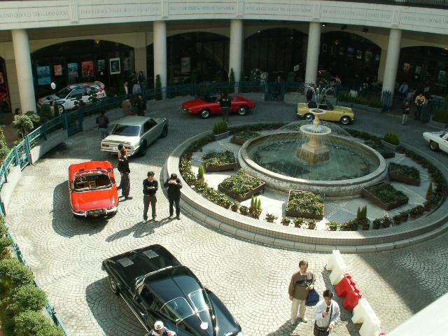 ヒストリックカー同乗試乗会はこれまでに12回開催されており、写真は2008年に行われたイベントの模様