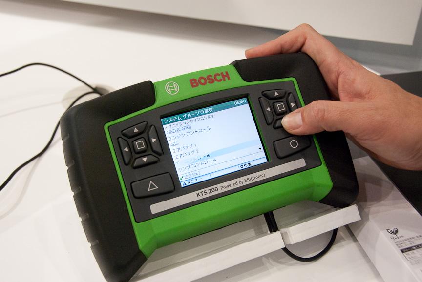 ボッシュのテスティング装置で一番コンパクトなタイプとなるのがこのKTS 200。一番廉価でもあるのだが、個人が買おうと思った場合のシステム価格は60万円台
