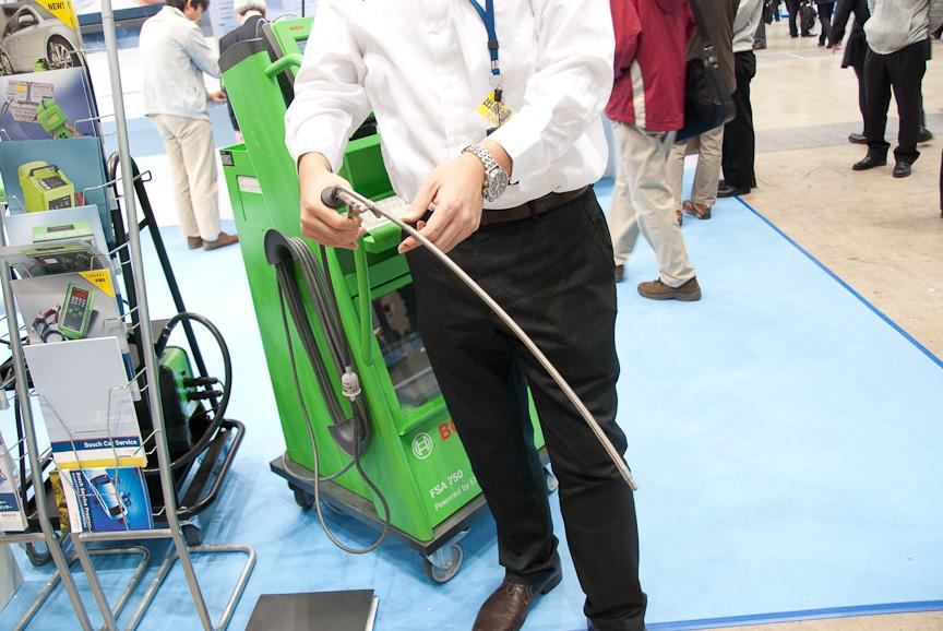 FSA 750には、排気ガスの成分を計測するプローブもあり、燃料噴射装置やキャタライザー(触媒装置)の動作結果を把握できる