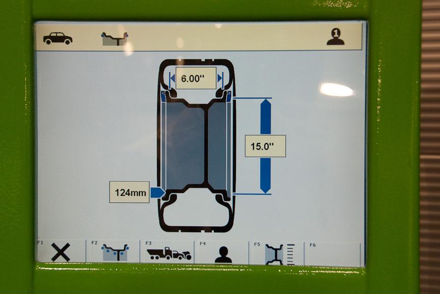 WBE 4425のモニター画面。ホイールサイズを自動計測したところ