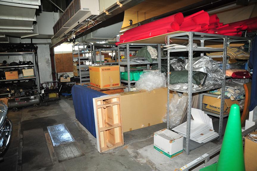 土居氏が集められたパーツも、同じ倉庫にある