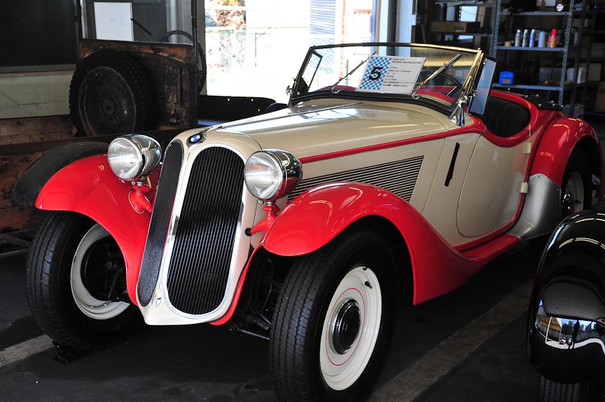 BMW 315/1 ロードスター(1935年)<br>1933年にBMWは、初のオリジナル乗用車「303」を開発。キドニーグリルと直列6気筒エンジンは303で初めて登場し、以後BMW車の象徴となった。315/1は303のエンジンを1.5リッターに拡大し、ロードスター・ボディーを与えたモデル