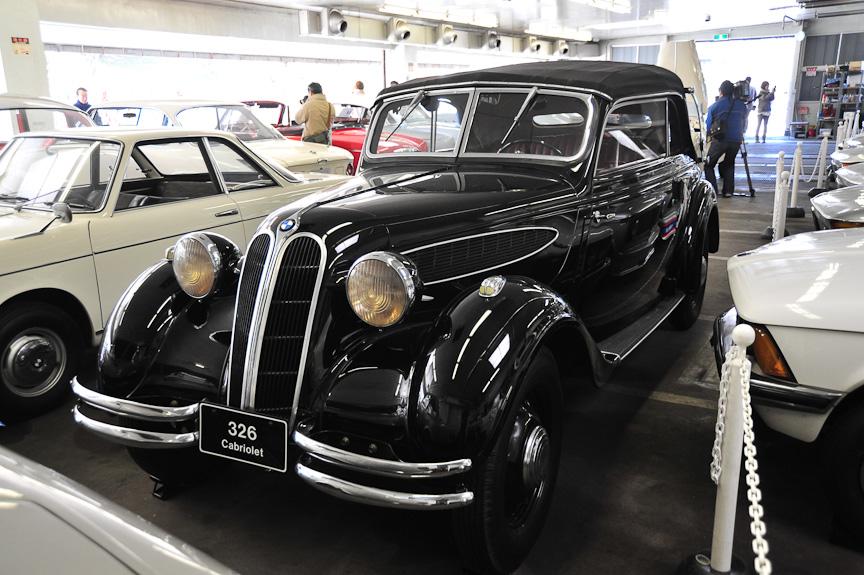 BMW 326 カブリオレ(1936年)<br>大型ボディに2リッターの直列6気筒エンジンを搭載した高級モデル