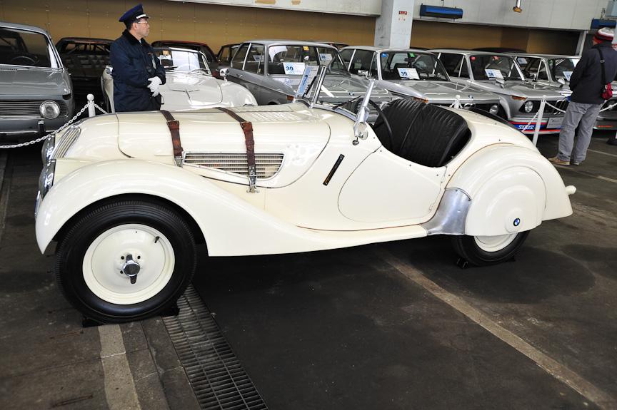 BMW 328 ロードスター(1938年)<br>326のエンジンをチューンし、326よりひと回り小さなシャーシーに乗せたスポーツカー。さまざまなレースで活躍した