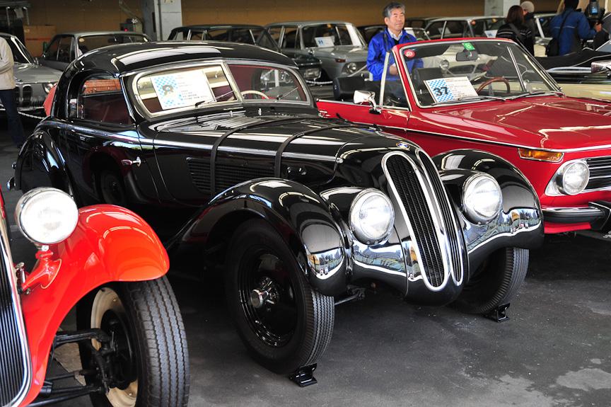 BMW 328 ウェンドラー(1938年)<br>328のシャーシーにコーチビルダーのWendlerがロードスター・ボディーをかぶせたモデル。デタッチャブル・ハードトップを備える