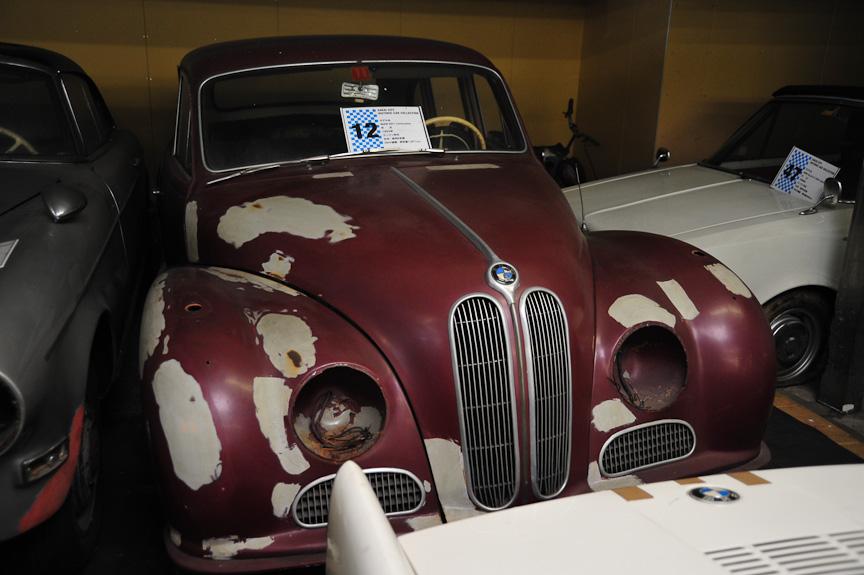 BMW 501 リムジン(1955年)<br>1952年、戦後BMWが4輪車に復帰するにあたってリリースしたのが高級車「501」。優雅なボディースタイルは「バロック・エンジェル」と呼ばれたが、販売は振るわなかった