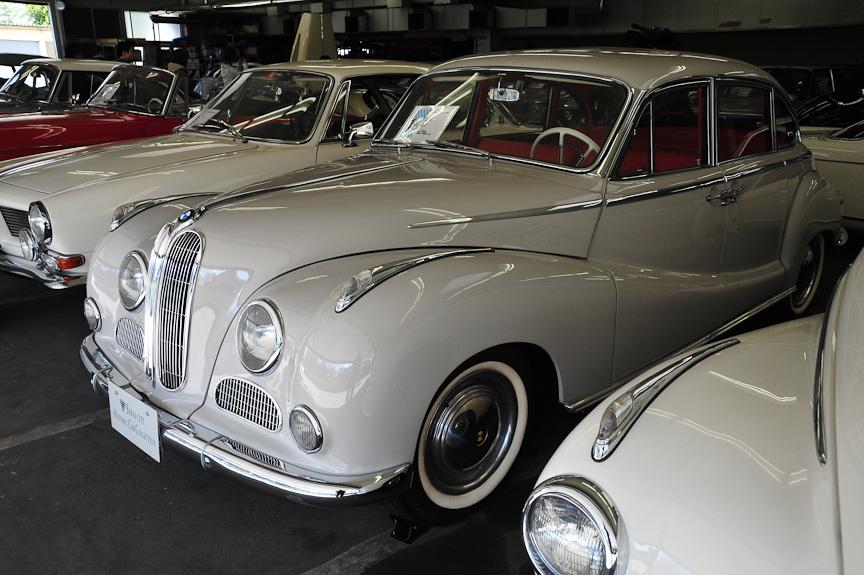 BMW 3200S(1963年)<br>502のV8エンジンを3.2リッターに拡大したモデル
