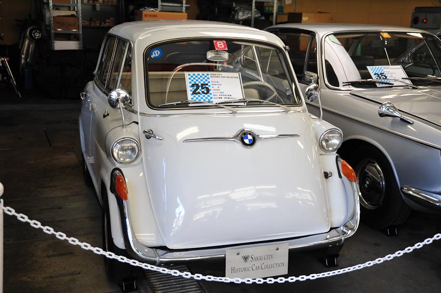 BMW 600(1958年)<br>イセッタのボディーとリアトレッドを拡大し、水平対向2気筒エンジンを積んで4人乗りとしたモデル。デファレンシャルギアも着く。ドアは前だけでなく、右側にもある