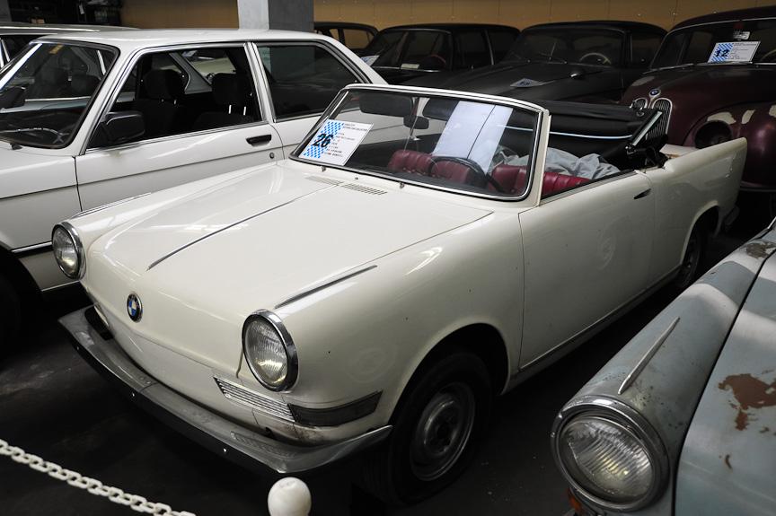 BMW 700 S カブリオレ(1963年)<br>600をベースにミケロッティ・デザインのボディーを乗せたミドルクラス・モデル