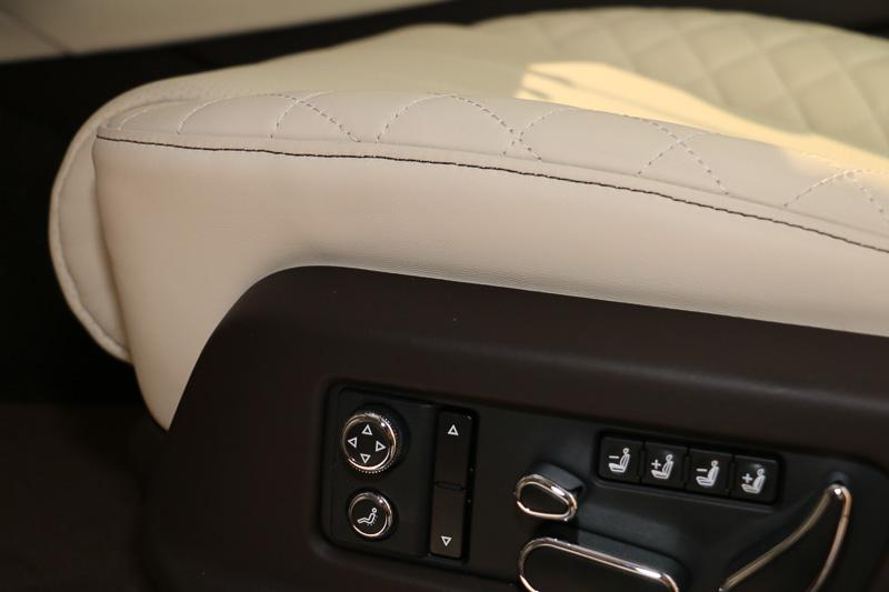 パワーシートは、シートバックや座面のサイドサポートを上下に可動させてサポート性を調節できる