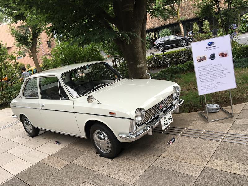 今年は水平対向エンジンの誕生から50周年ということもあり、50年前に初めて水平対向エンジンが搭載された「スバル1000」も飾られている