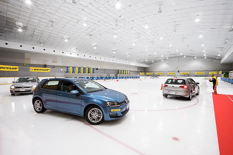 東京都東大和市の東大和スケートセンターで実施されたダンロップ「ウインター マックス 02」氷上試走会の様子