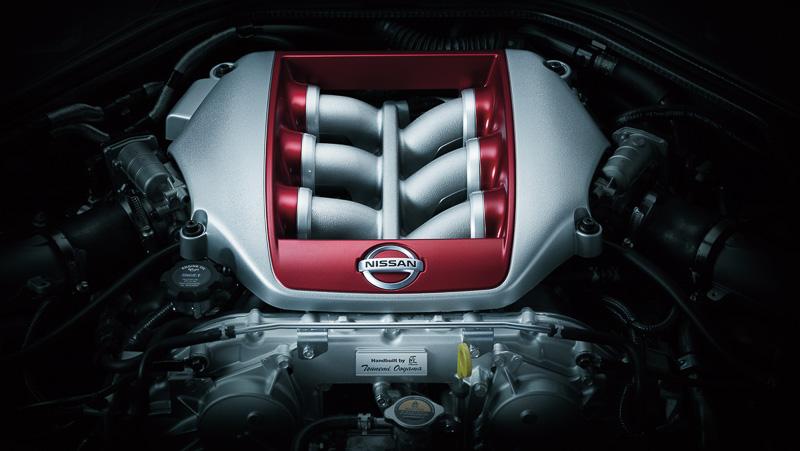最高出力419kW(570PS)/6800rpm、最大トルク637Nm(65.0kgm)/3300-5800rpmを発生するV型6気筒 3.8リッターツインターボエンジン