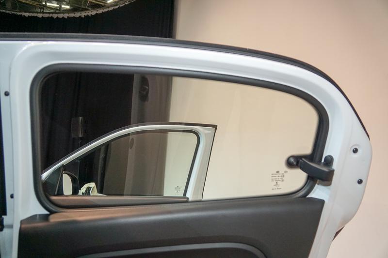 7月14日~31日に予約注文を受け付ける限定車「トゥインゴ パックスポール」のインテリア