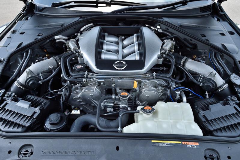 エンジンは2013年仕様の性能をターゲットに、スポーツキャタライザーやスポーツチタンマフラー、スポーツリセッティングされた専用ECM、専用TCMなどを採用。5500rpm付近でのレスポンス向上、6500rpm以上での回転の伸びを実現しているとのこと