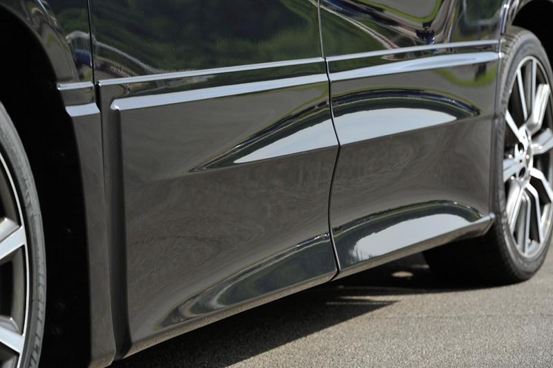 リア側タイヤハウスのエア抜きによってCLR(後輪揚力)を低減するサイドスカート